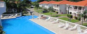 accommodation in West End Roatan with swimming pool